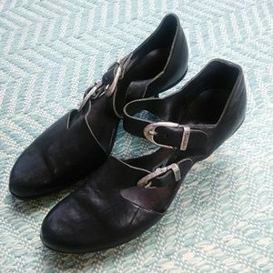 CYDWOQ Black Leather Silver Buckle Heels. 39